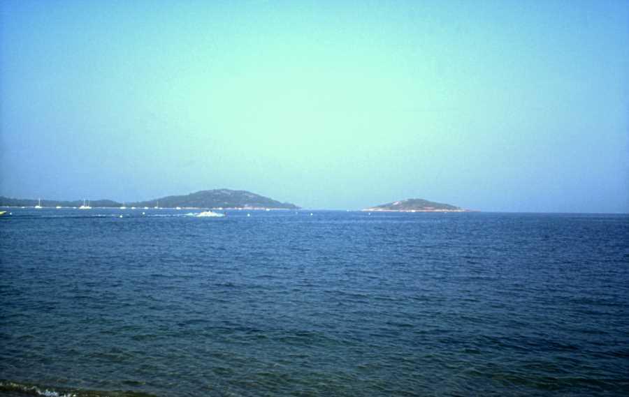 Baie de San Ciprianu avec la Punta d'Arasu et l'île de San Ciprianu